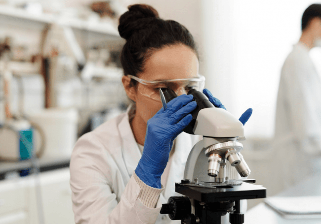 woman in a lab, Lifebit
